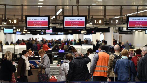 Пассажиры в зоне вылета аэропорта Брюсселя, Бельгия. Архивное фото.