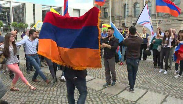 Бундестаг признал геноцид армян: кадры голосования и реакция берлинцев