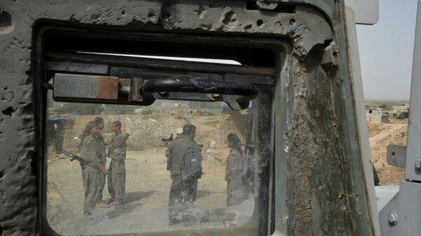 Бойцы Рабочей партии Курдистана на передовой на линии фронта с ИГ в провинции Киркук