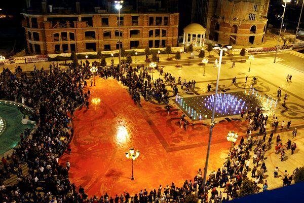Антиправительственный протест на центральной площади в Скопье, Македония. Июнь 2016