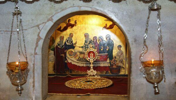 Мраморный престол над мощами Святителя Николая Чудотворца. Архивное фото