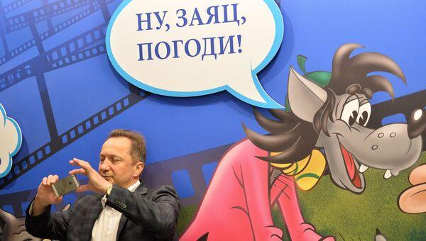 Посетитель на открытии выставки Столица мультфильмов, Архивное фото