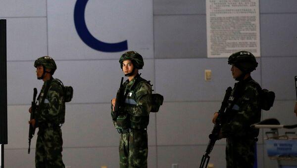 Полиция на месте взрыва в аэропорту Пудун в Шанхае, 12 июня 2016