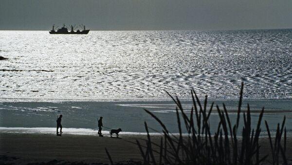 Пограничники во время вечернего обхода береговой полосы Тихого океана на полуострове Камчатка. Архивное фото