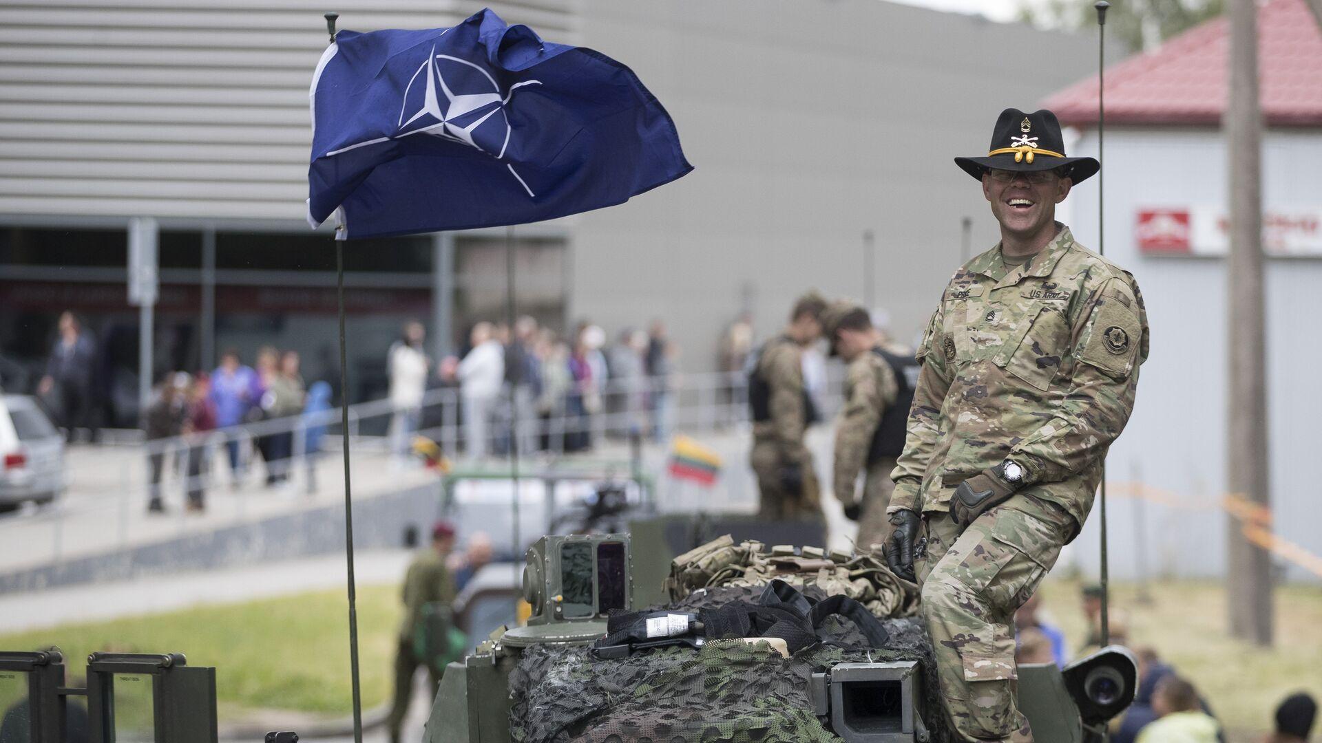 Военнослужащий армии США во время совместных учений войск НАТО в Купишкисе, Литва. 12 июня 2016 - РИА Новости, 1920, 04.09.2020