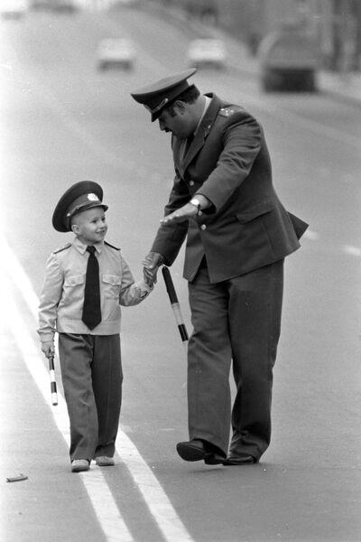 Во время занятий с детьми по изучению правил дорожного движения в одном из автогородков