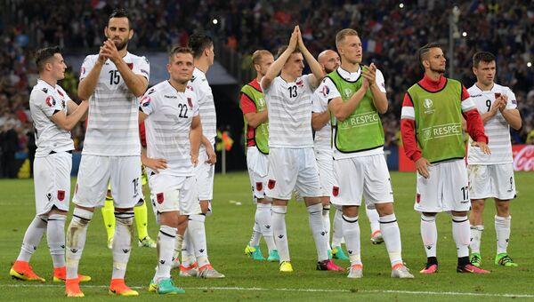 Игроки сборной Албании благодарят своих болельщиков за поддержку. Архивное фото