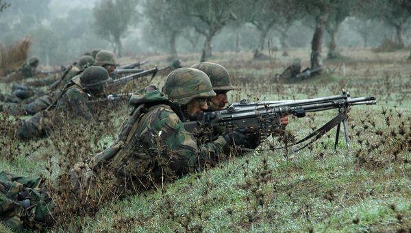 Солдаты НАТО во время учений Trident Juncture осенью 2015 года