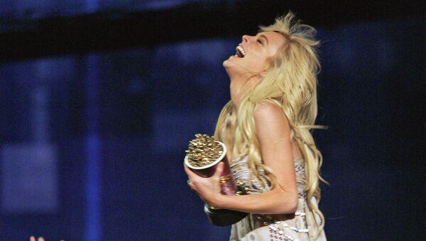Линдси Лохан получает награду за роль в фильме Дрянные девчонки, во время церемонии MTV Movie Awards. Лос-Анджелес