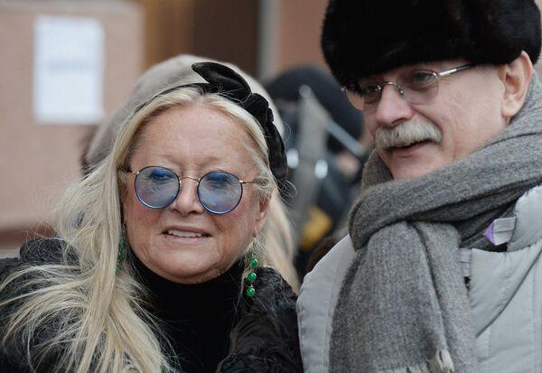 Режиссер Никита Михалков и президент благотворительного фонда Русский Силуэт Татьяна Михалкова