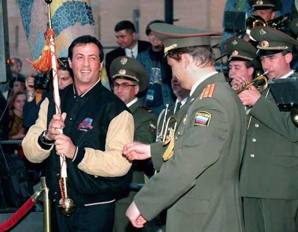 Сильвестр Сталлоне во время открытия ресторана Планета Голливуд в Москве