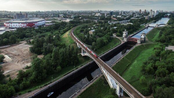 Железнодорожный мост и шлюзы через канал имени Москвы в районе Покровское-Стрешнево