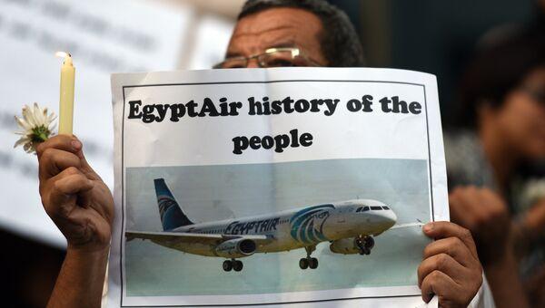 Акция в память о жертвах авиакатастрофы самолета авиакомпании EgyptAir в Каире. Архивное фото