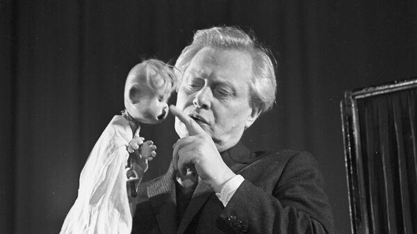 Народный артист СССР, главный режиссер Государственного театра кукол Сергей Образцов