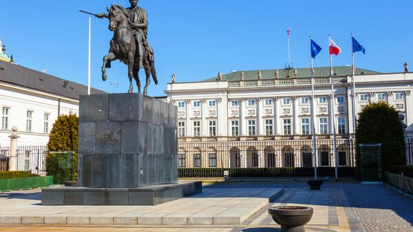 Флаги Польши, НАТО и Евросоюза у Президентского дворца в Варшаве, Архивное фото