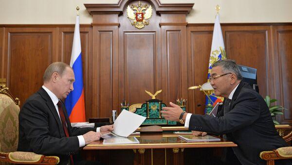 Рабочая встреча президента РФ В. Путина с главой Калмыкии А. Орловым