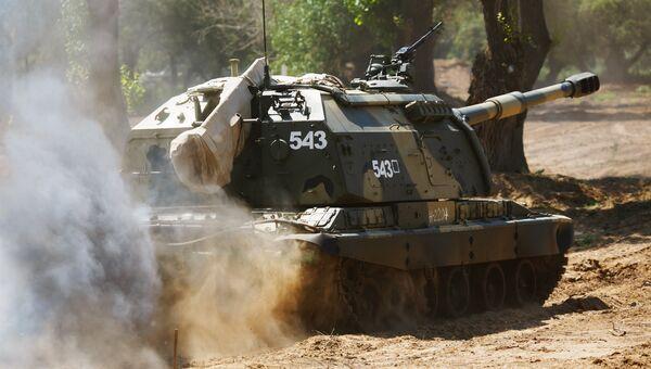 Самоходная артиллерийская установка 2С19 МСТА-С во время конкурса Безопасный маршрут. Архивное фото