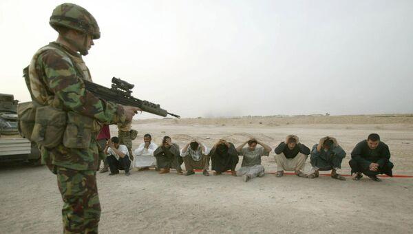 Британский солдат во время войны в Ираке. 24 марта 2003. Архивное фото