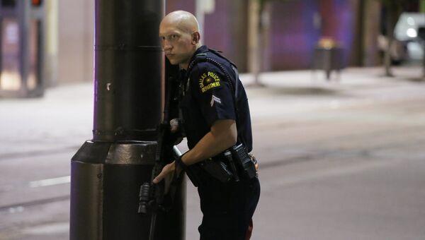 Полицейский на месте беспорядков в Далласе