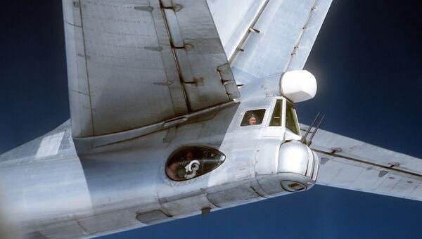 В кабине для стрелка советского стратегического бомбардировщика Ту-95. Снято летчиками американского истребителя F-4 Фантом