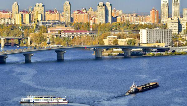 Вид на Киев и мост через Днепр. Архивное фото