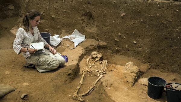 Археологи впервые в истории обнаружили в израильском городе Ашкелон захоронение филистимлян