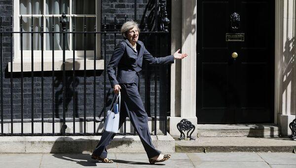 Министр внутренних дел Великобритании Тереза Мэй у резиденции премьер-министра на Даунинг-стрит. 12 июля 2016