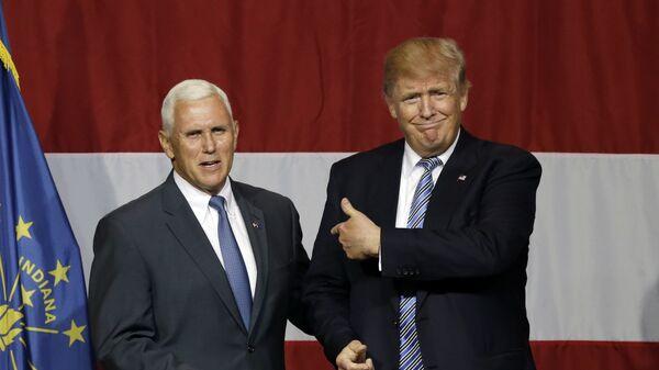 Губернатор штата Индиана Майк Пенс и кандидат в президенты США Дональд Трамп
