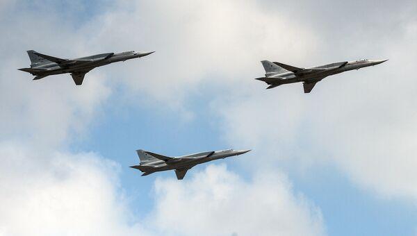 Стратегические бомбардировщики-ракетоносецы Ту-22М3. Архивное фото
