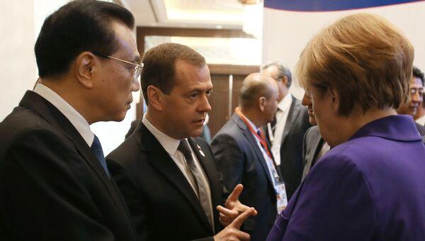 Дмитрий Медведев и премьер Госсовета КНР Ли Кэцян на саммите АСЕМ в Монголии
