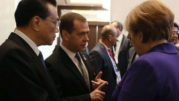 Председатель правительства Рф Дмитрий Медведев и федеральный канцлер ФРГ Ангела Меркель на саммите АСЕМ. Архивное фото