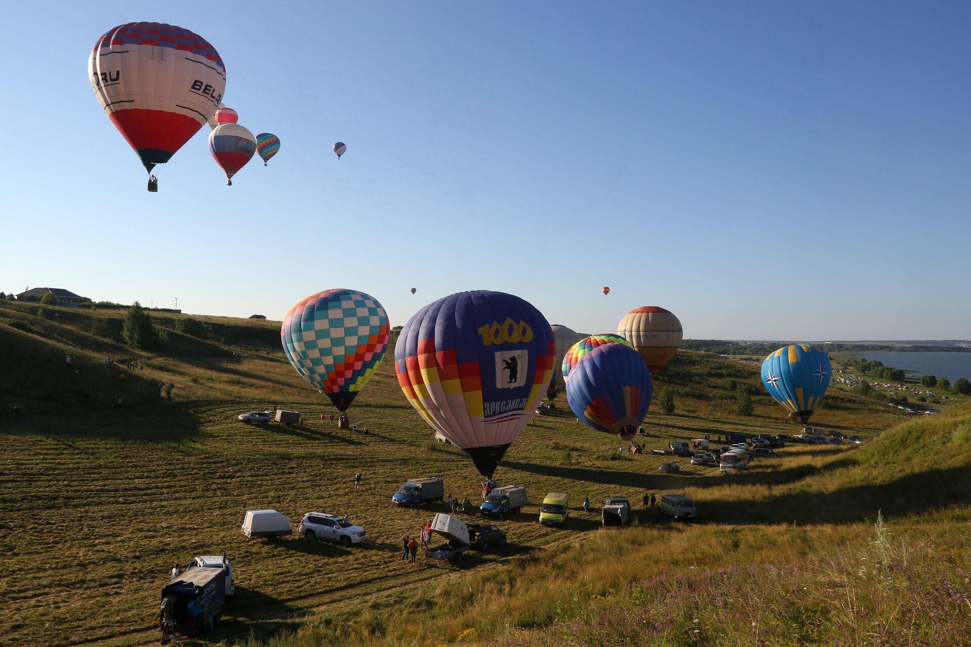 Воздухоплаватели готовятся к полетам на воздушных шарах на Фестивале воздухоплавания Золотое кольцо России в Переславле-Залесском - РИА Новости, 1920, 21.07.2021