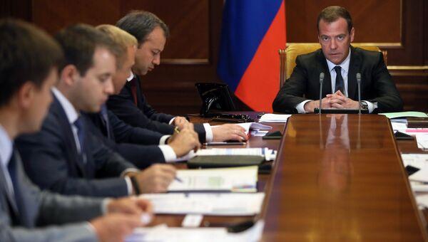 Председатель правительства РФ Дмитрий Медведев проводит в резиденции Горки совещание о расходах бюджета в части спорта, связи и науки. 20 июля 2016
