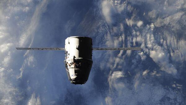 Прибытие космического грузовика Dragon к МКС. Архивное фото