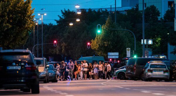 Полиция в Мюнхене эвакуирует людей из торгового центра, где неизвестные открыли стрельбу