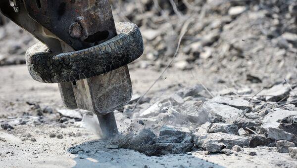 Отбойный молоток на строительстве эстакады
