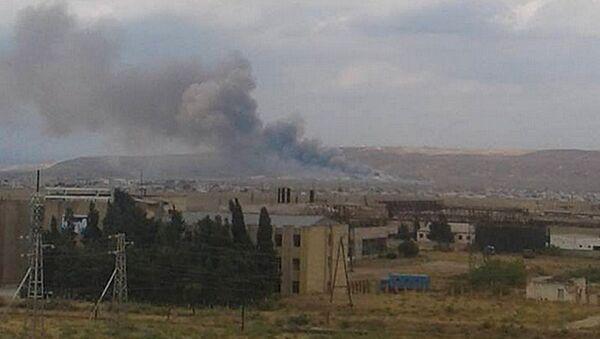 Дым от взрыва на оружейном заводе Араз Министерства оборонной промышленности Азербайджана. Архивное фото