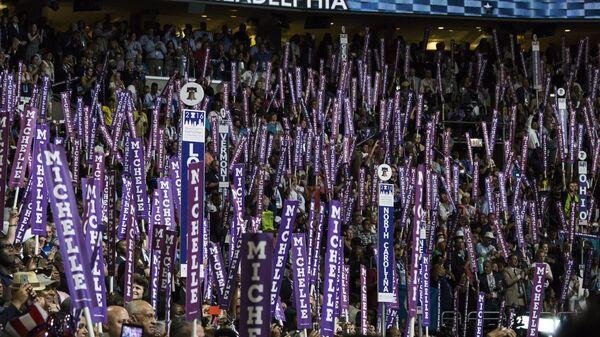 Делегаты во время общенационального съезда Демократической партии в Филадельфии