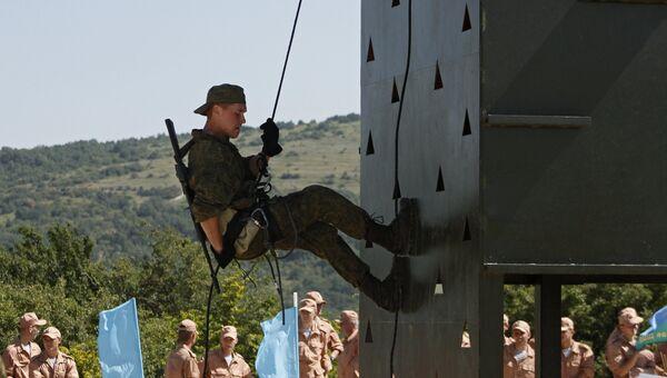 Показательные выступления военнослужащих во время международного конкурса Десантный взвод — 2016. Архивное фото