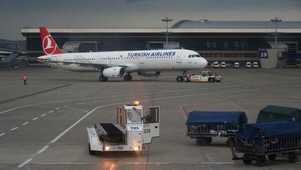 Самолет авиакомпании Turkish Airlines в аэропорту Внуково в Москве. Архивное фото
