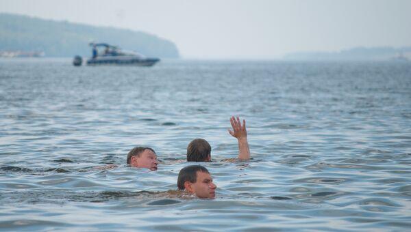 Заплыв через Волгу в поддержку российских олимпийцев