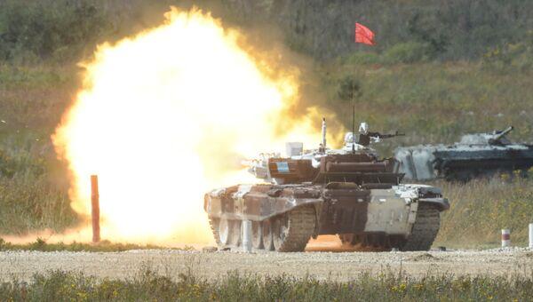 Экипаж танка Т-72Б3 армии Казахстана во время стрельб в соревнованиях по танковому биатлону на полигоне Алабино. Архивное фото