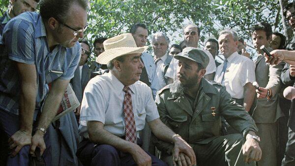 Генеральный секретарь ЦК КПСС Леонид Ильич Брежнев и Первый секретарь ЦК компартии Кубы Фидель Кастро