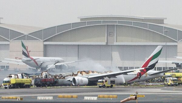 Самолет Boeing 777 авиакомпании Emirates после аварийной посадки в аэропорту Дубая