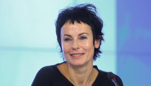 Актриса Ирина Апексимова во время пресс-конференции в Москве