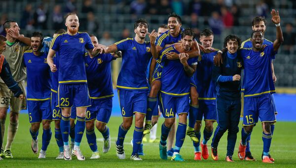 Игроки ФК Ростов празднуют победу над бельгийским Андерлехтом в матче Лиги чемпионов. 3 августа 2016