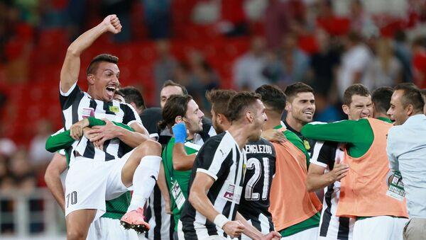 Игроки ФК АЕК радуются победе в матче Лиги Европы над ФК Спартак