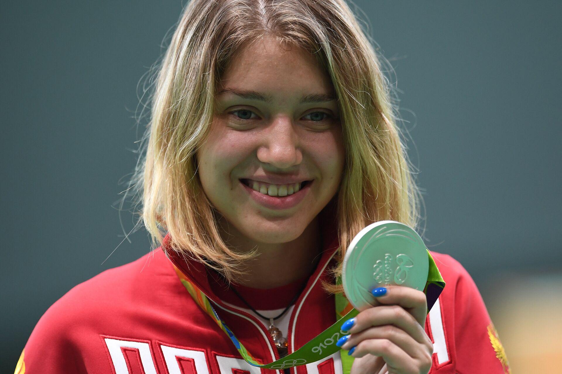 Виталина Бацарашкина (Россия), завоевавшая серебряную медаль по стрельбе из пневматического пистолета на 10 м женщин на XXXI летних Олимпийских играх - РИА Новости, 1920, 25.07.2021