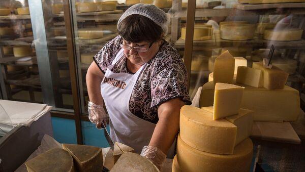 Участница сырного фестиваля в Истринском районе Московской области