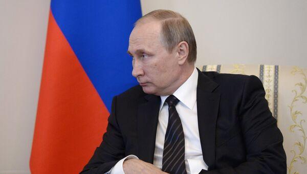 Президент России Владимир Путин во время встречи с президентом Турции Реджепом Тайипом Эрдоганом в Константиновском дворце. 9 августа 2016